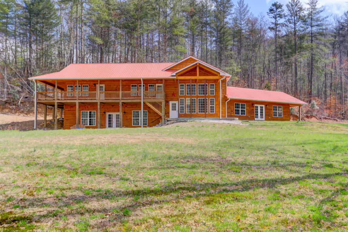 393 Back Valley Rd, Oliver Springs, TN 37840