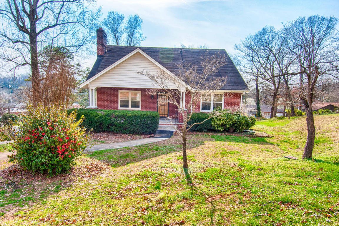 303 Iroquois Drive, Knoxville, TN 37914