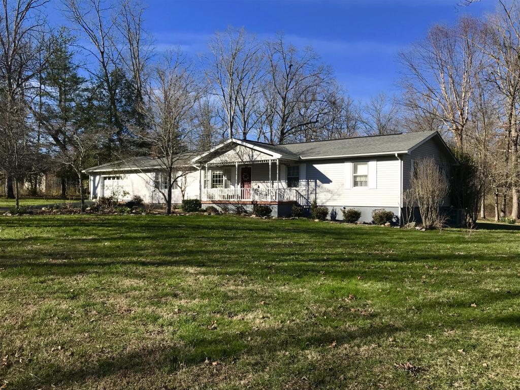 410 Little John Loop, Crossville, TN 38555