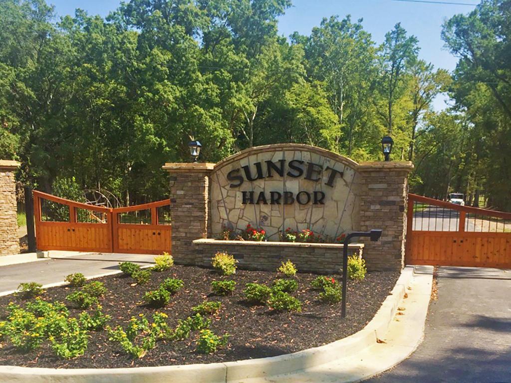 Sunset Harbor Drive, Dandridge, TN 37725