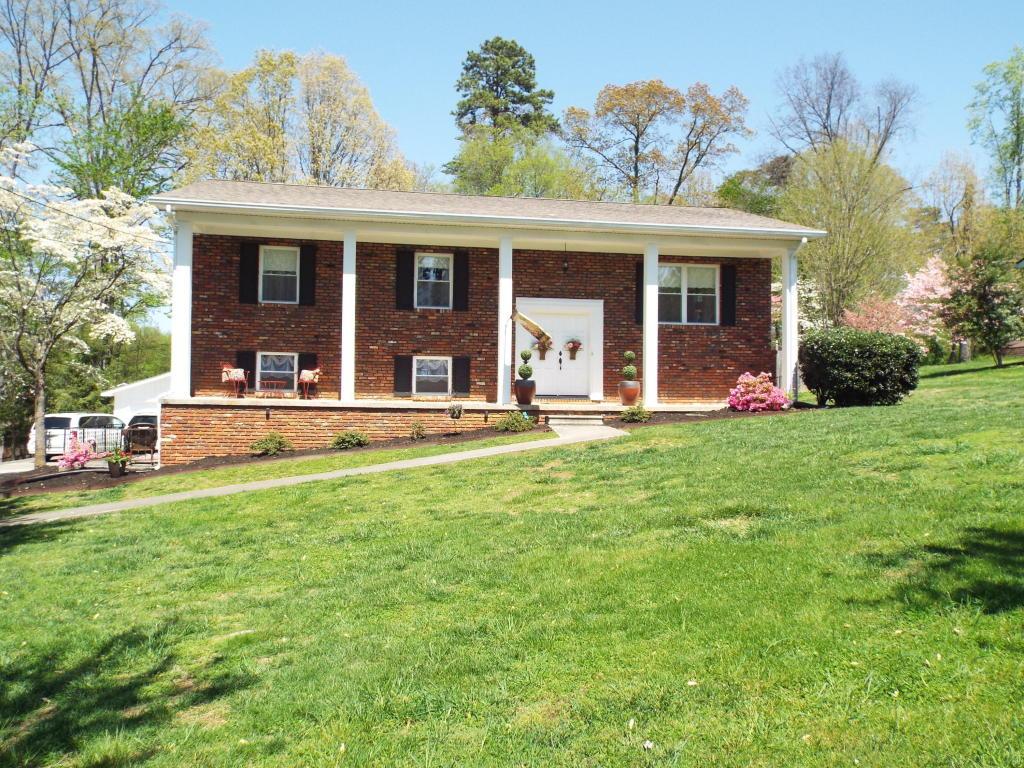 406 Sherwood Drive, Maryville, TN 37801