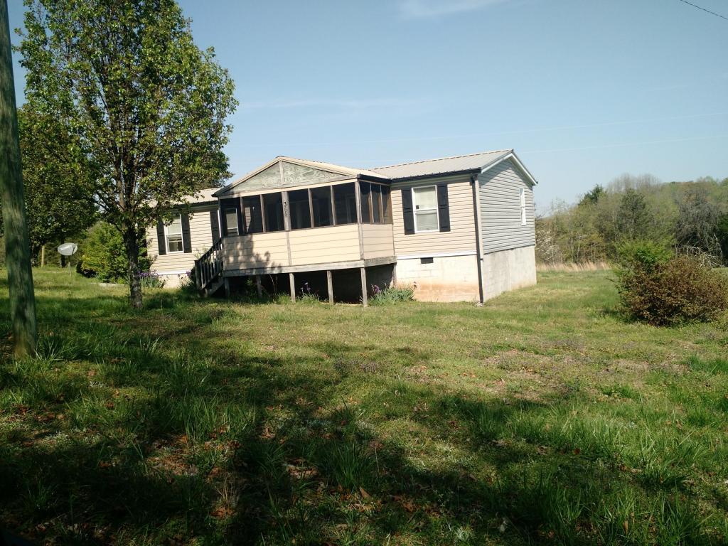 365 Billingsley Rd, Sweetwater, TN 37874