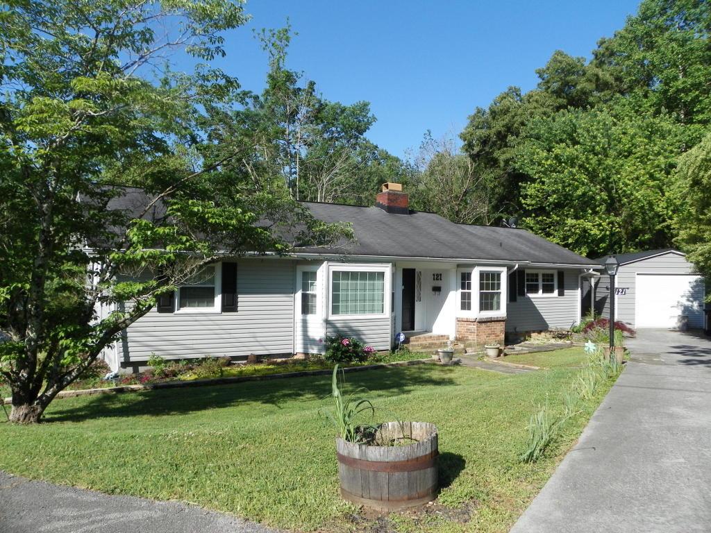 121 Underwood Rd, Oak Ridge, TN 37830