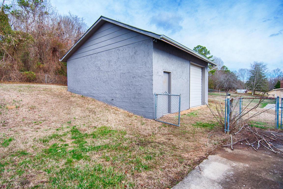 8824 Simpson Rd, Knoxville, TN 37920