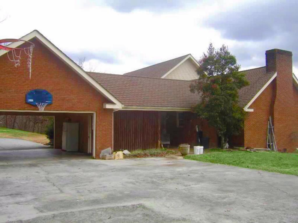 160 Moore St, Newport, TN 37821