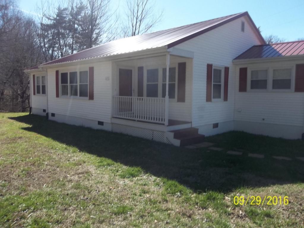 121 Old Gobey Rd, Wartburg, TN 37887