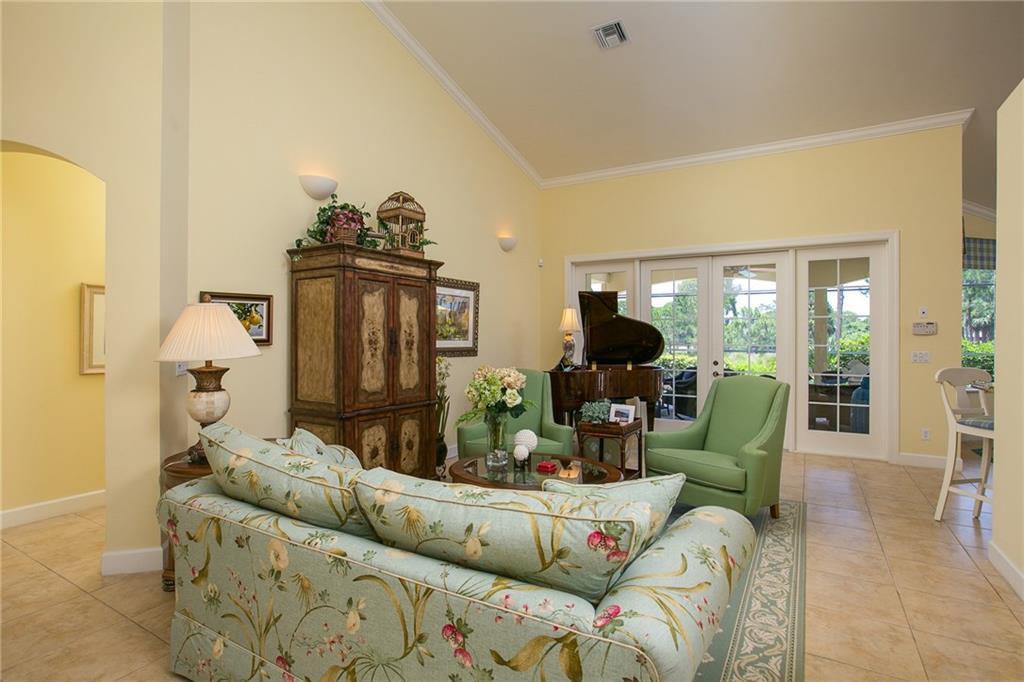 898 Carolina Circle Sw, Vero Beach, FL 32962