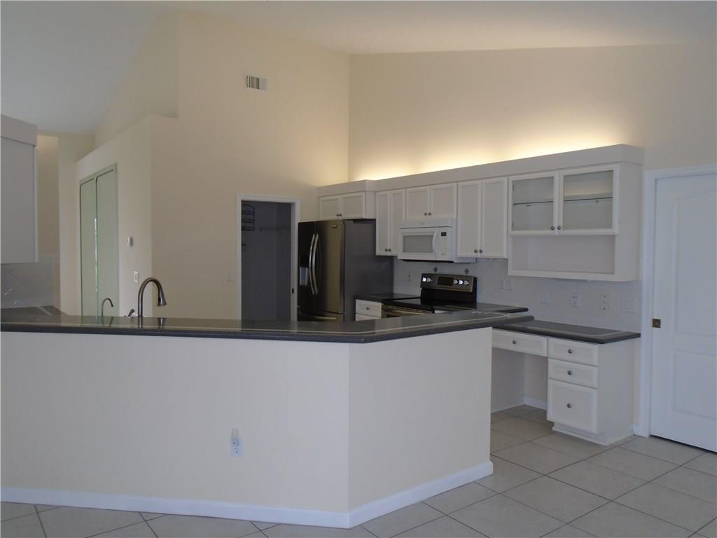 213 Sw Whitewood Drive, Port Saint Lucie, FL 34953