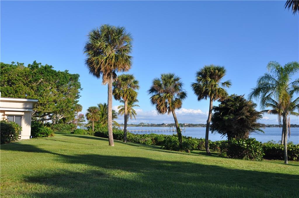 91 Se Harbor Point Drive, Stuart, FL 34996
