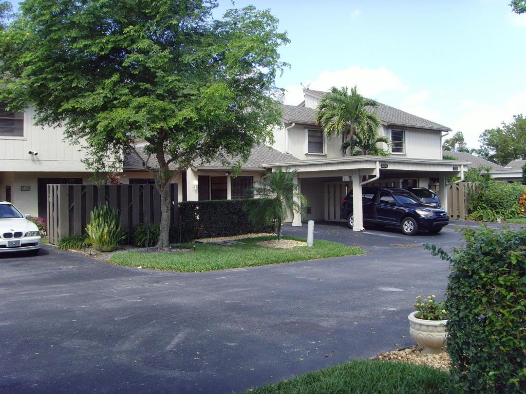 325 Wildwood Circle, Deerfield Beach, FL 33442