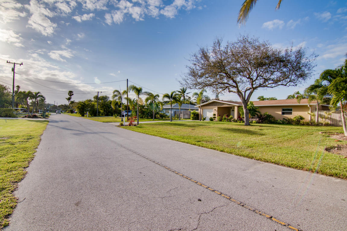 1672 Thumb Point Drive, Fort Pierce, FL 34950