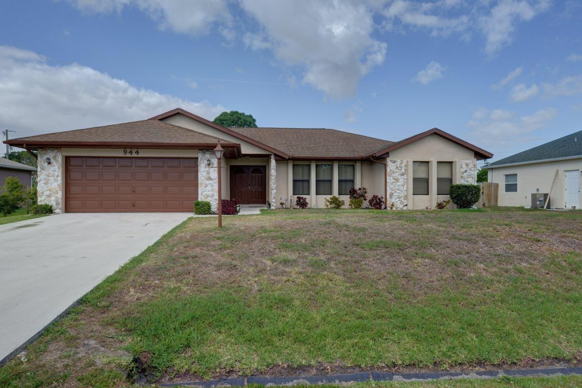 944 Se O'donnell Lane, Port Saint Lucie, FL 34983