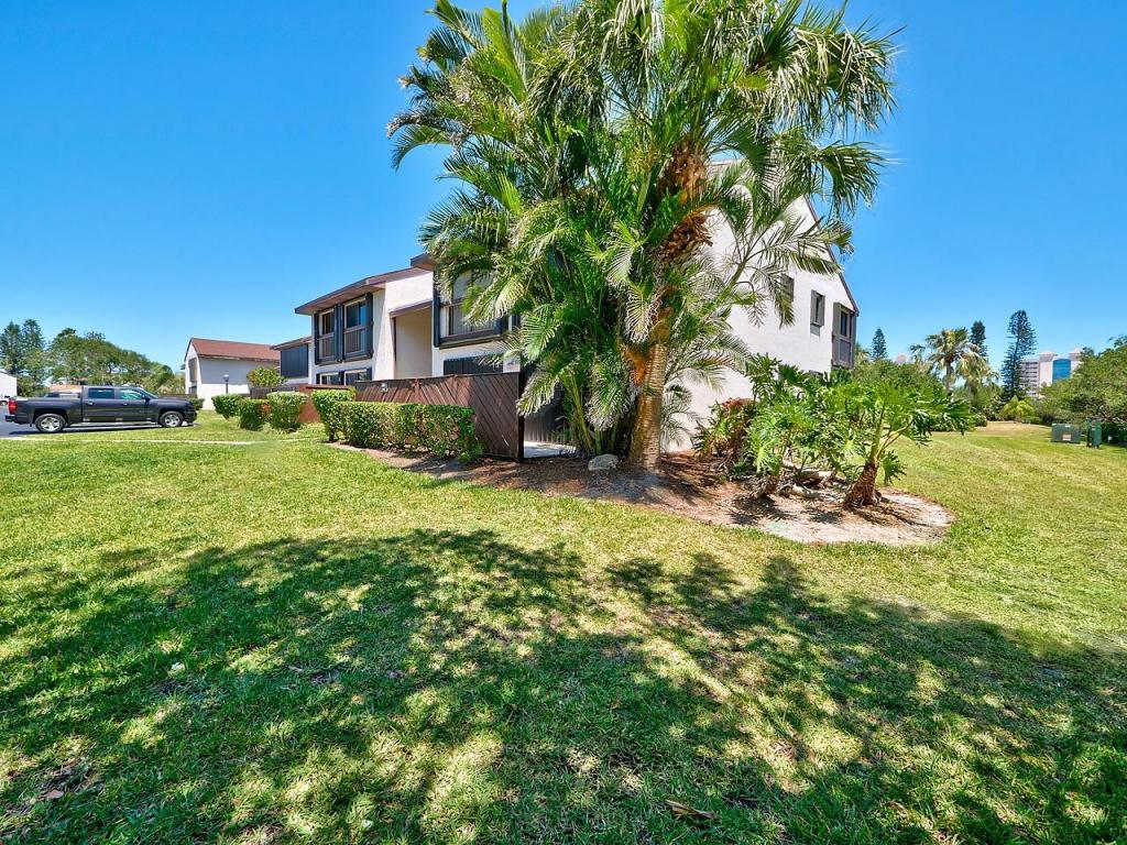 3212 S Lakeview Circle, Fort Pierce, FL 34949