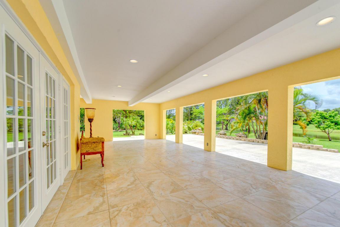 105 Westwood Circle E, West Palm Beach, FL 33411