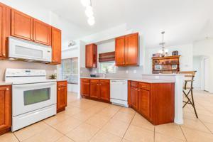 931 Se Belfast Avenue, Port Saint Lucie, FL 34983