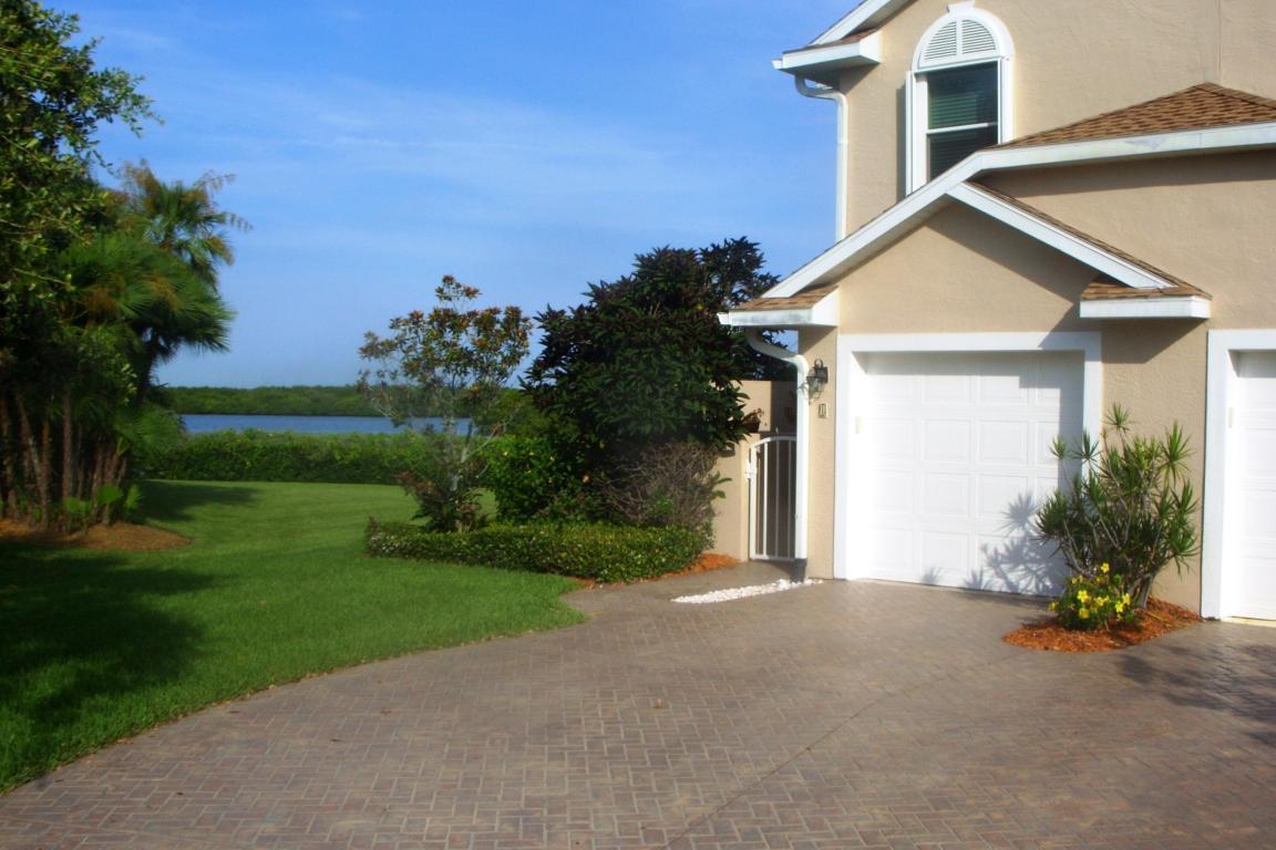 3223 S Lakeview Circle, Fort Pierce, FL 34949