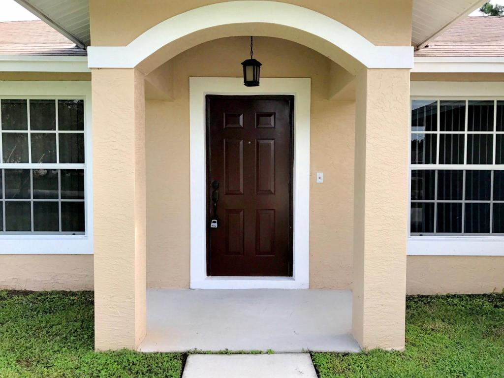 5870 Nw Iota Court, Port Saint Lucie, FL 34986