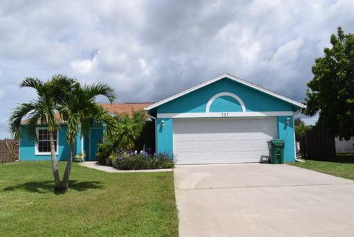 737 Se Albatross Avenue, Port Saint Lucie, FL 34983