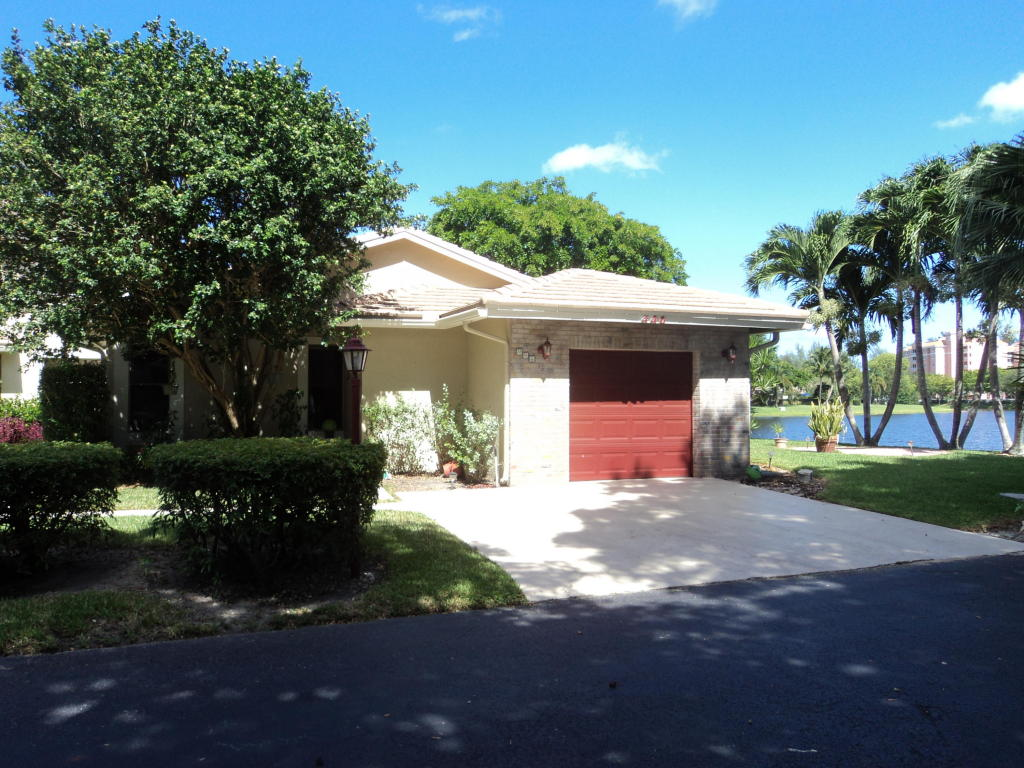 446 Lake Point S Lane, Deerfield Beach, FL 33442