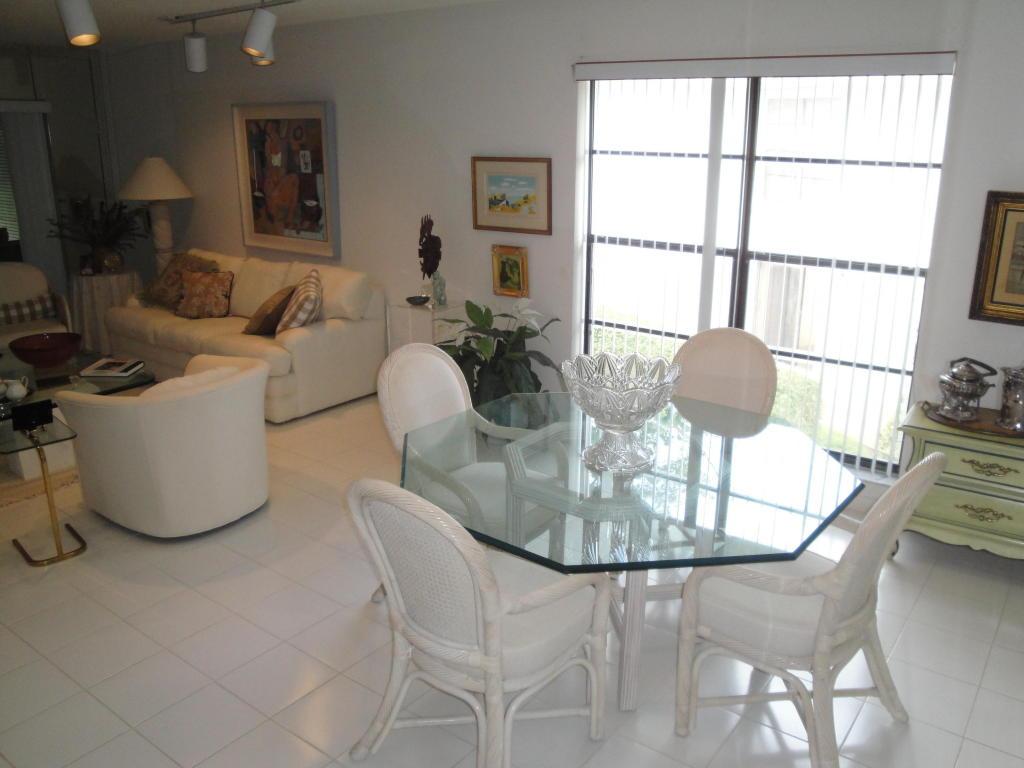 11 Westgate Lane, Boynton Beach, FL 33436