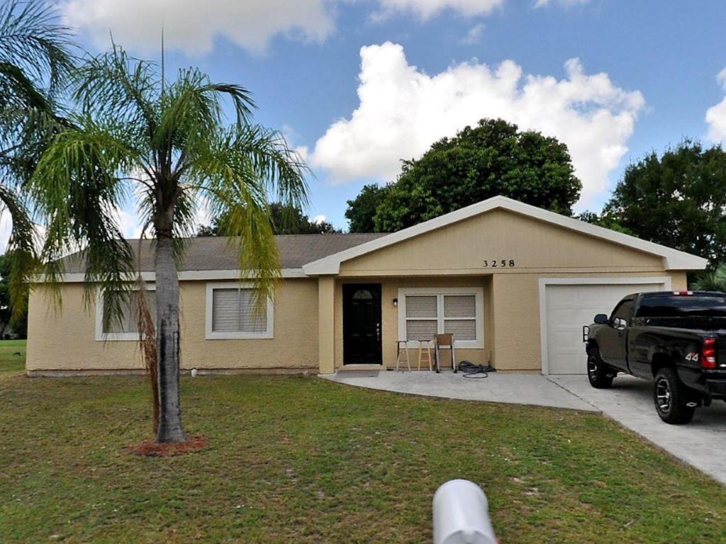 3258 Sw Ronlea Court, Port Saint Lucie, FL 34953