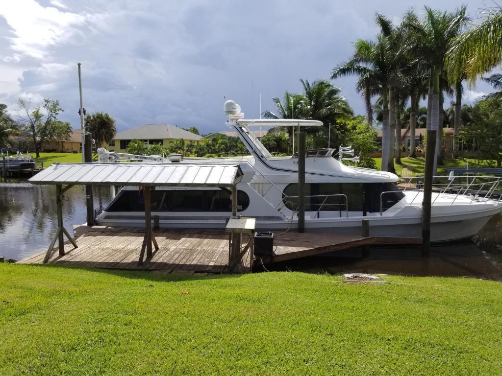 822 Se Seahouse Drive, Port Saint Lucie, FL 34983