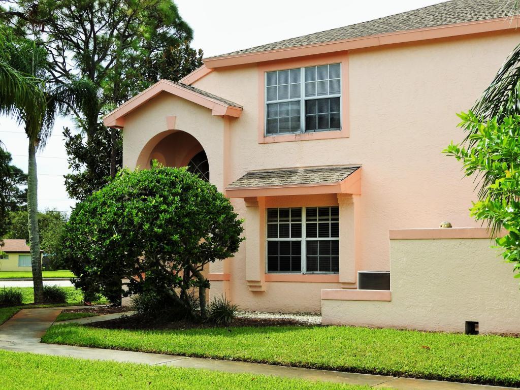 2064 Se Wild Meadow Circle, Port Saint Lucie, FL 34952