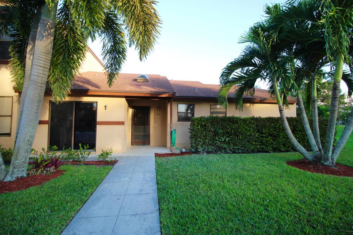 208 Lakeview Drive E, Royal Palm Beach, FL 33411