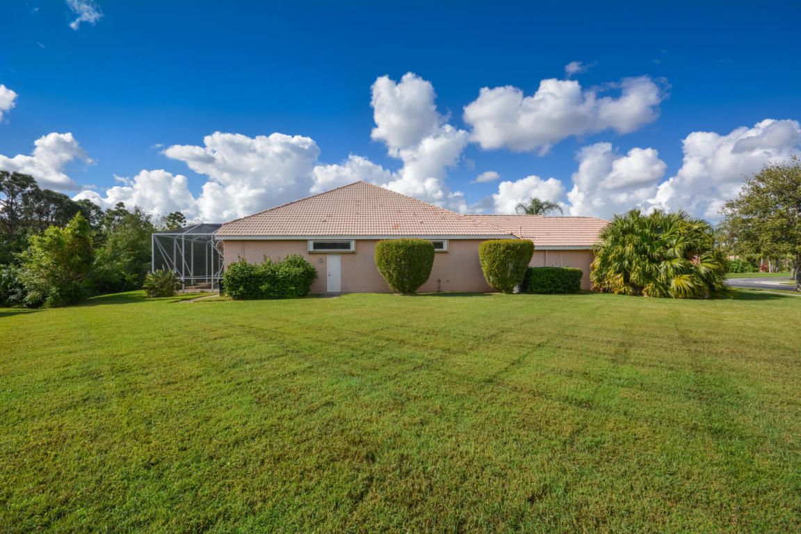 585 Sw Romora Bay, Port Saint Lucie, FL 34986