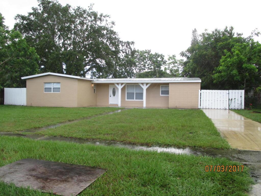 180 Se Serenata Court, Port Saint Lucie, FL 34983