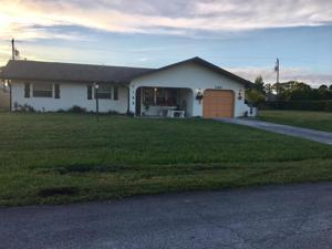 185 Se Cross Point Drive E, Port Saint Lucie, FL 34953