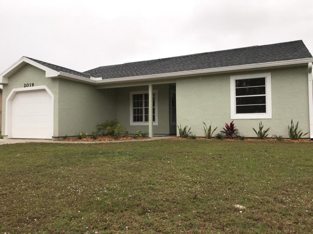 2019 Se West Dunbrooke Circle, Port Saint Lucie, FL 34952