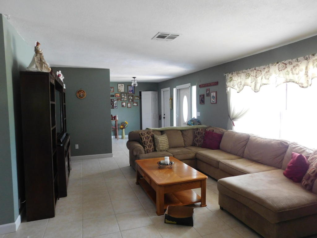 2130 Se Elmhurst Road, Port Saint Lucie, FL 34952