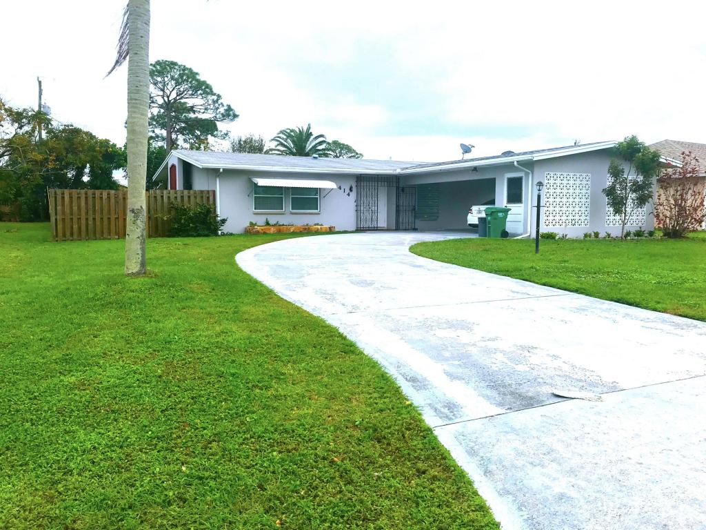 414 Se Gasparilla Avenue, Port Saint Lucie, FL 34983