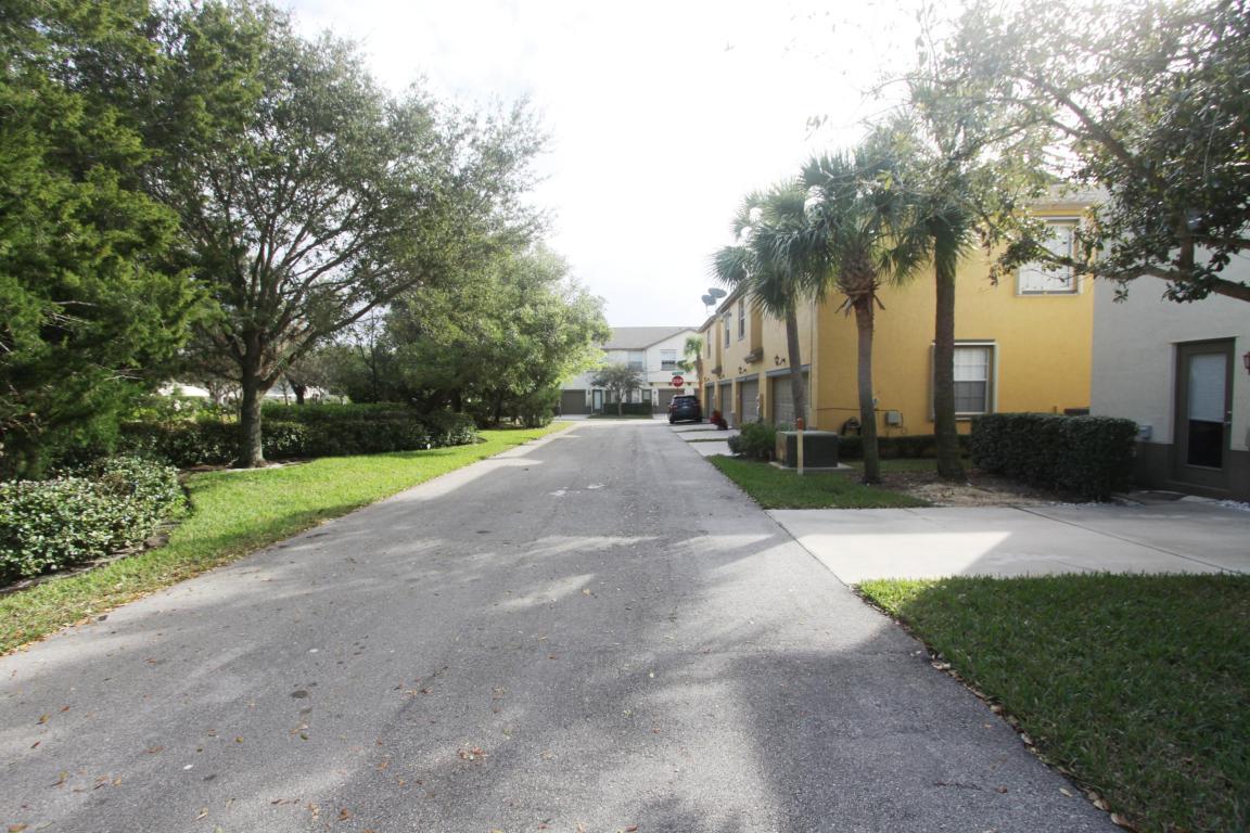 1957 Se Avon Park Drive, Port Saint Lucie, FL 34952