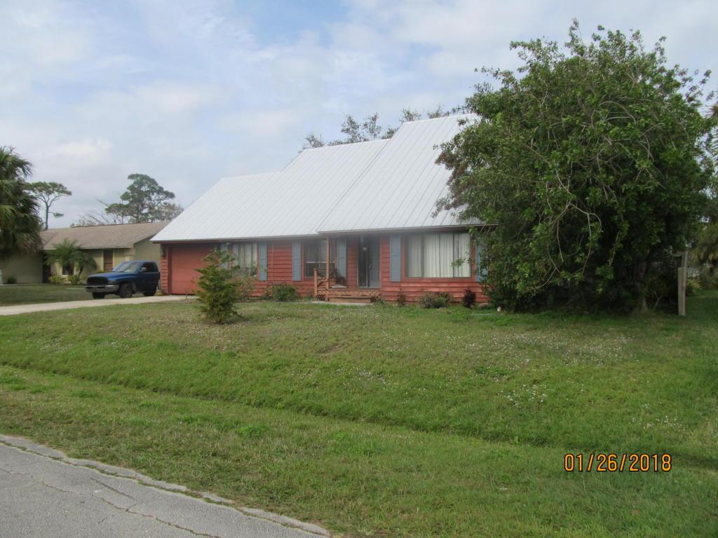 871 Se Carnival Avenue, Port Saint Lucie, FL 34983