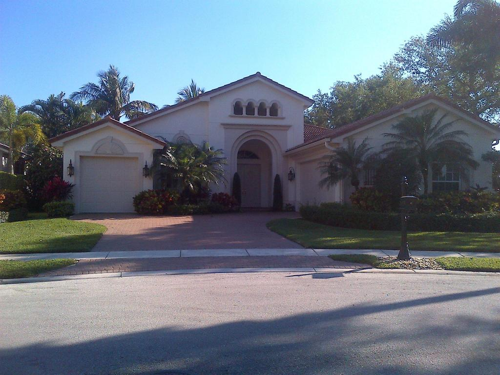 8976 Valhalla Drive, Delray Beach, FL 33446