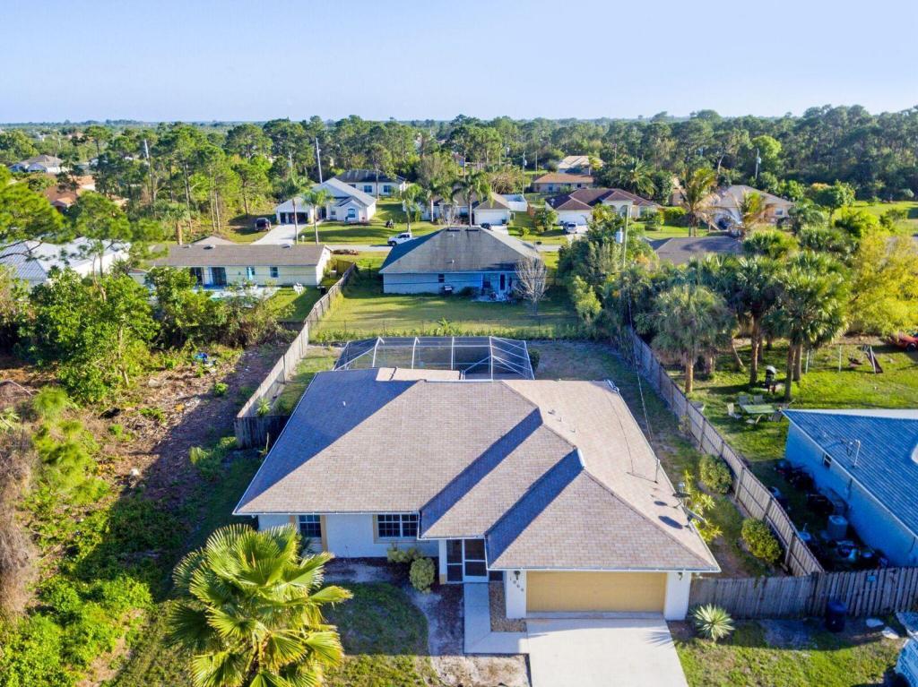 1066 Sw Spatero Avenue, Port Saint Lucie, FL 34953