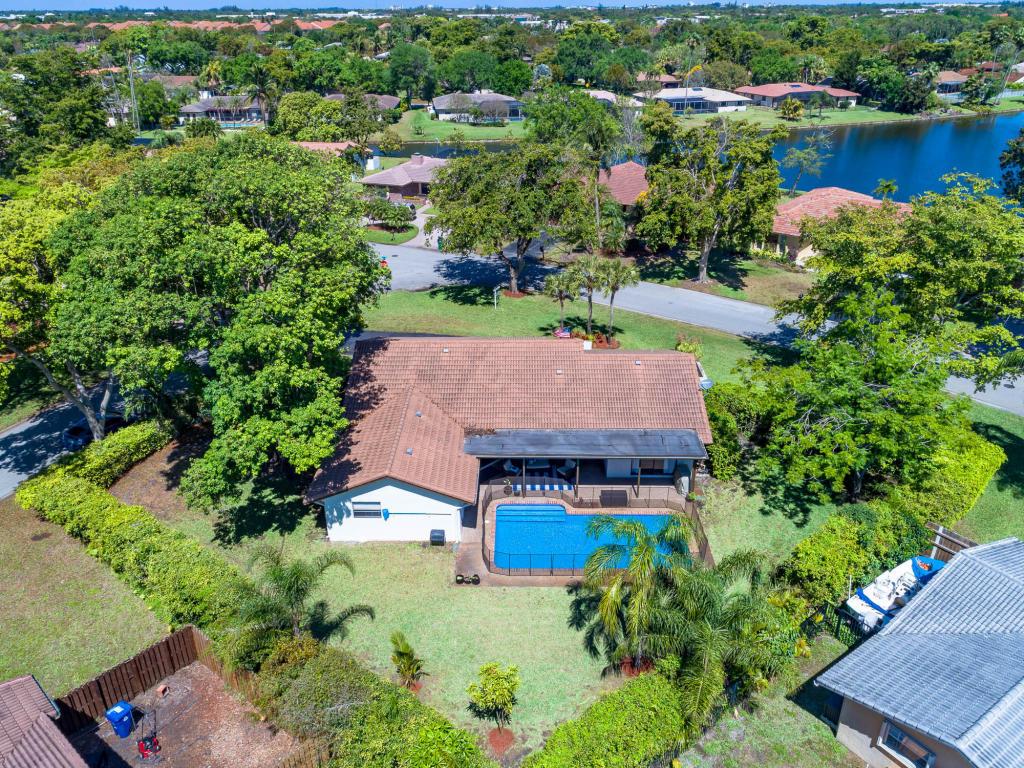 8744 Nw 1st Street, Coral Springs, FL 33071