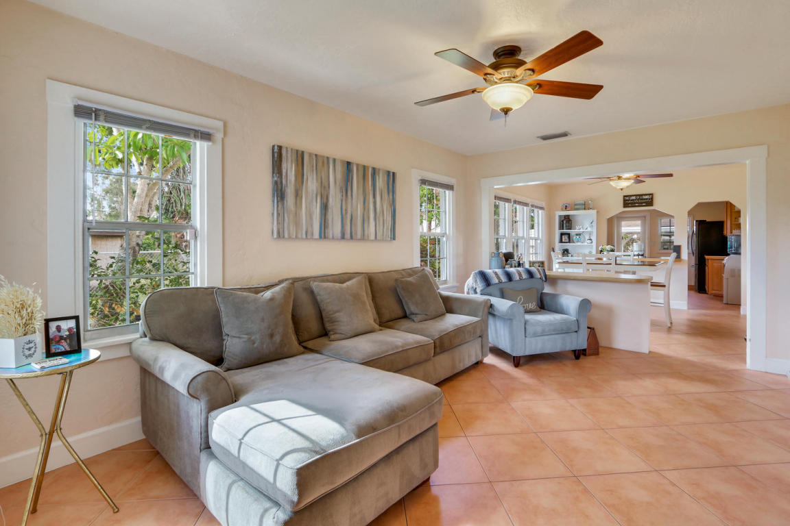 829 Annette Court, West Palm Beach, FL 33413