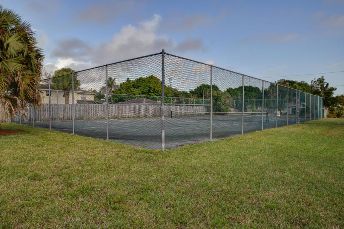 1482 N Lawnwood Circle, Fort Pierce, FL 34950