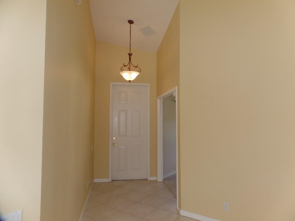 614 Nw Whitfield Way, Port Saint Lucie, FL 34986