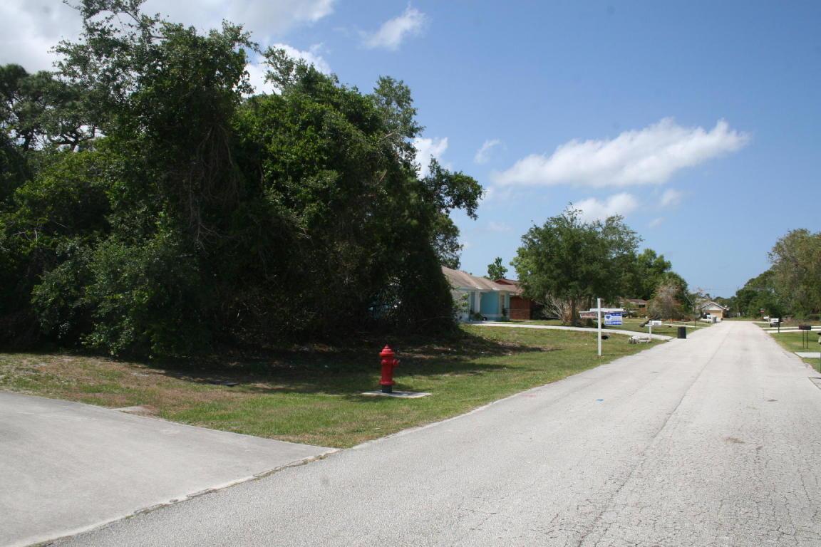 352 Nw Dorchester Street, Port Saint Lucie, FL 34953