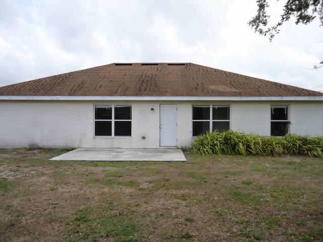 555 Sw Laconic Avenue, Port Saint Lucie, FL 34953