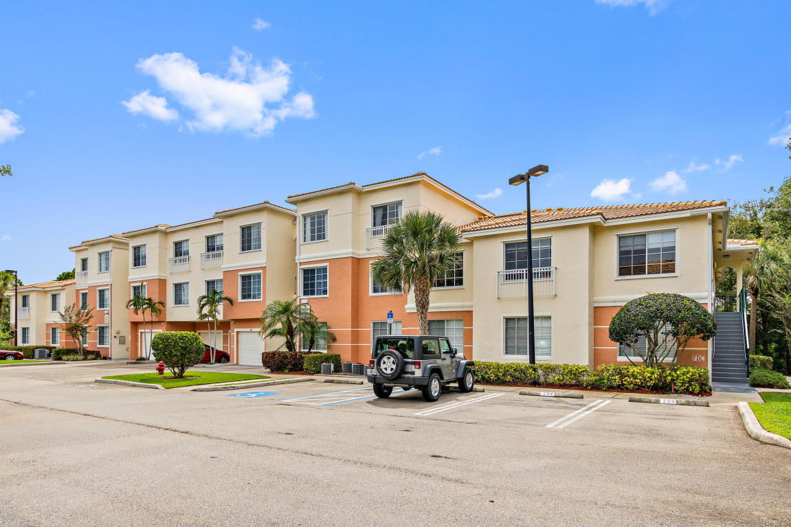 2211 Myrtlewood Circle E, Palm Beach Gardens, FL 33418