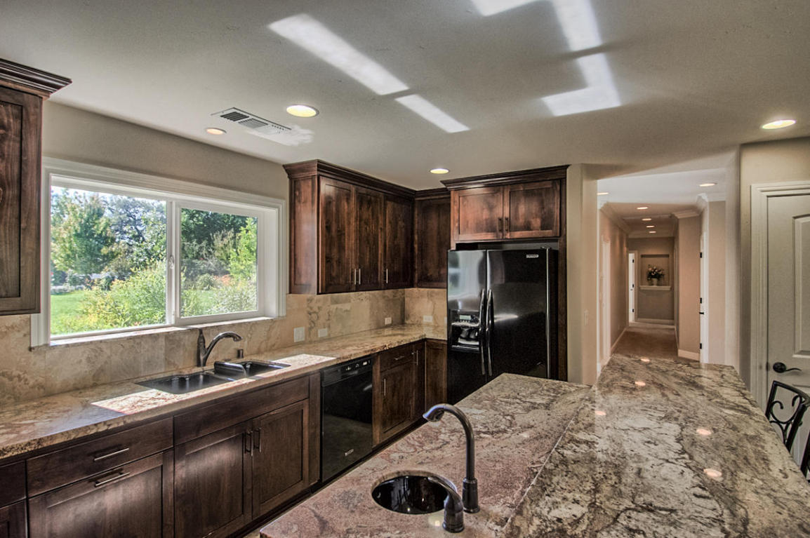 19104 River Crest Dr, Anderson, CA 96007