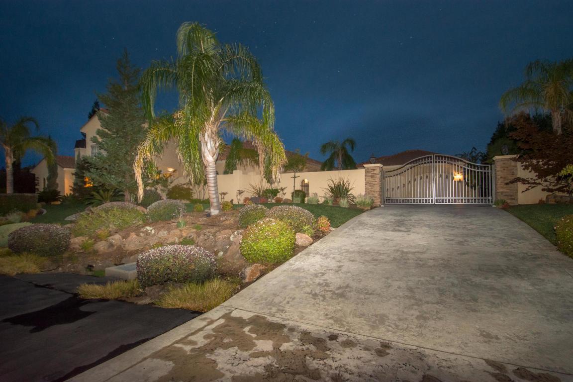 844 Santa Cruz Dr, Redding, CA 96003
