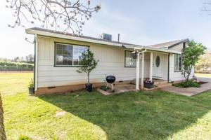 6962 Amber Ln, Redding, CA 96002