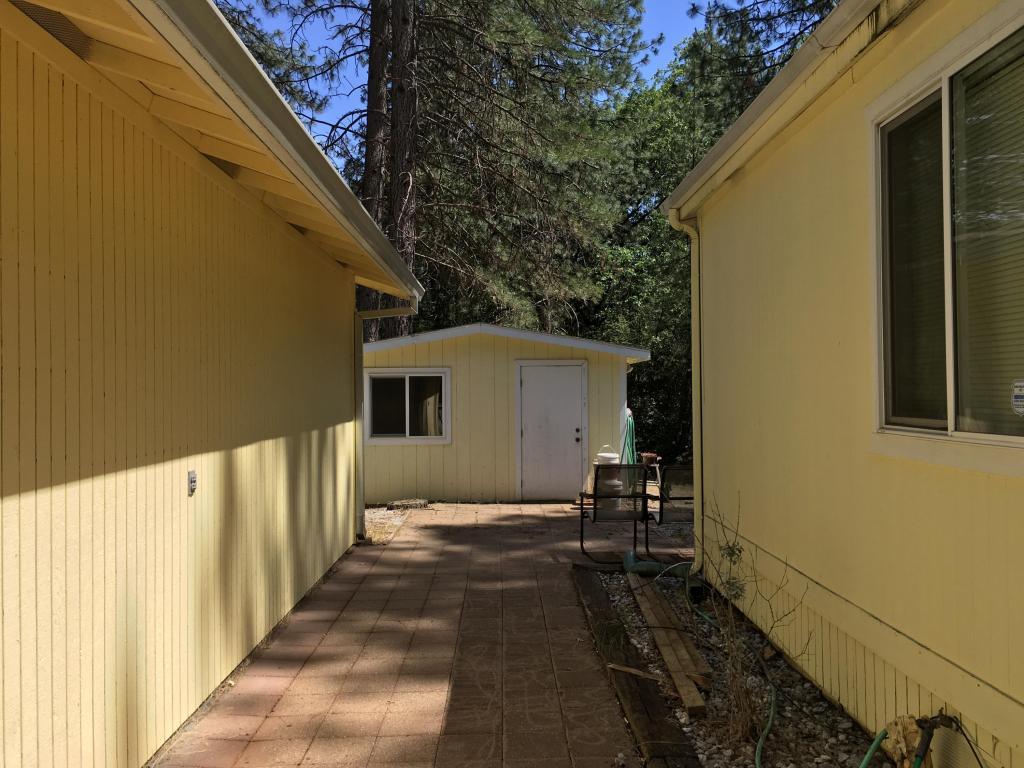 21523 Riverview Dr, Lakehead, CA 96051
