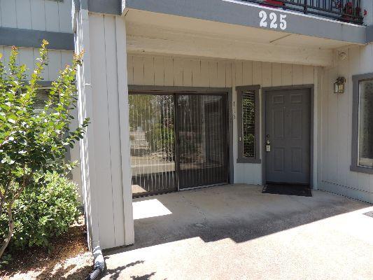 225 Ridgetop Dr, Redding, CA 96003